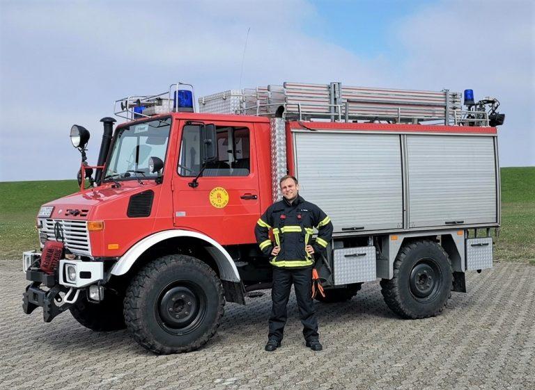 C. Herzog vor dem RLF - Rüst - Lösch - Fahrzeug